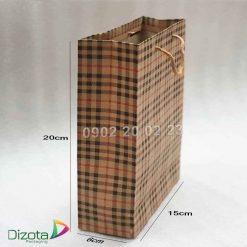 Túi giấy Kraft có quai 20x15x6cm